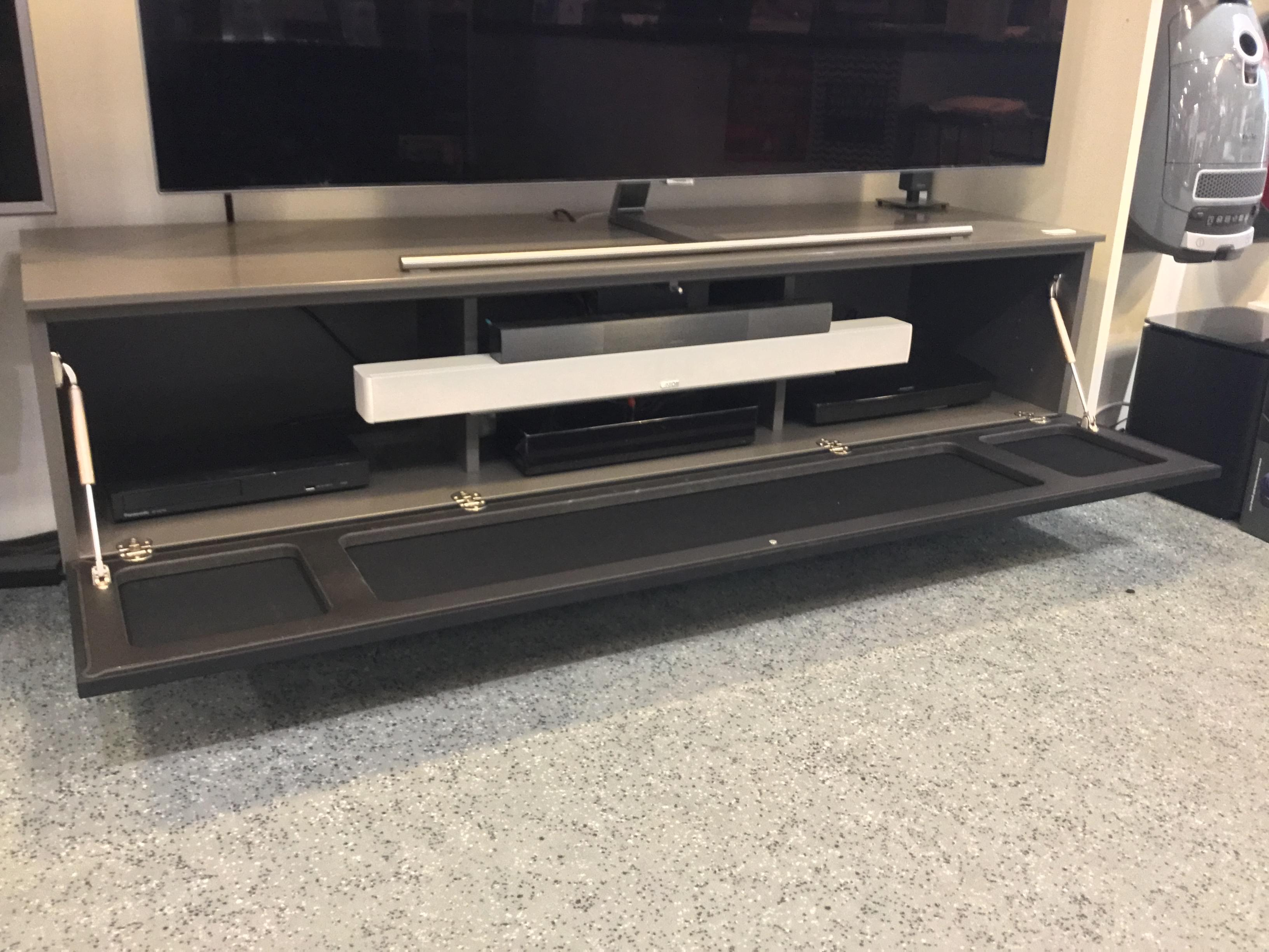 TV Möbel für Soundbar Integration