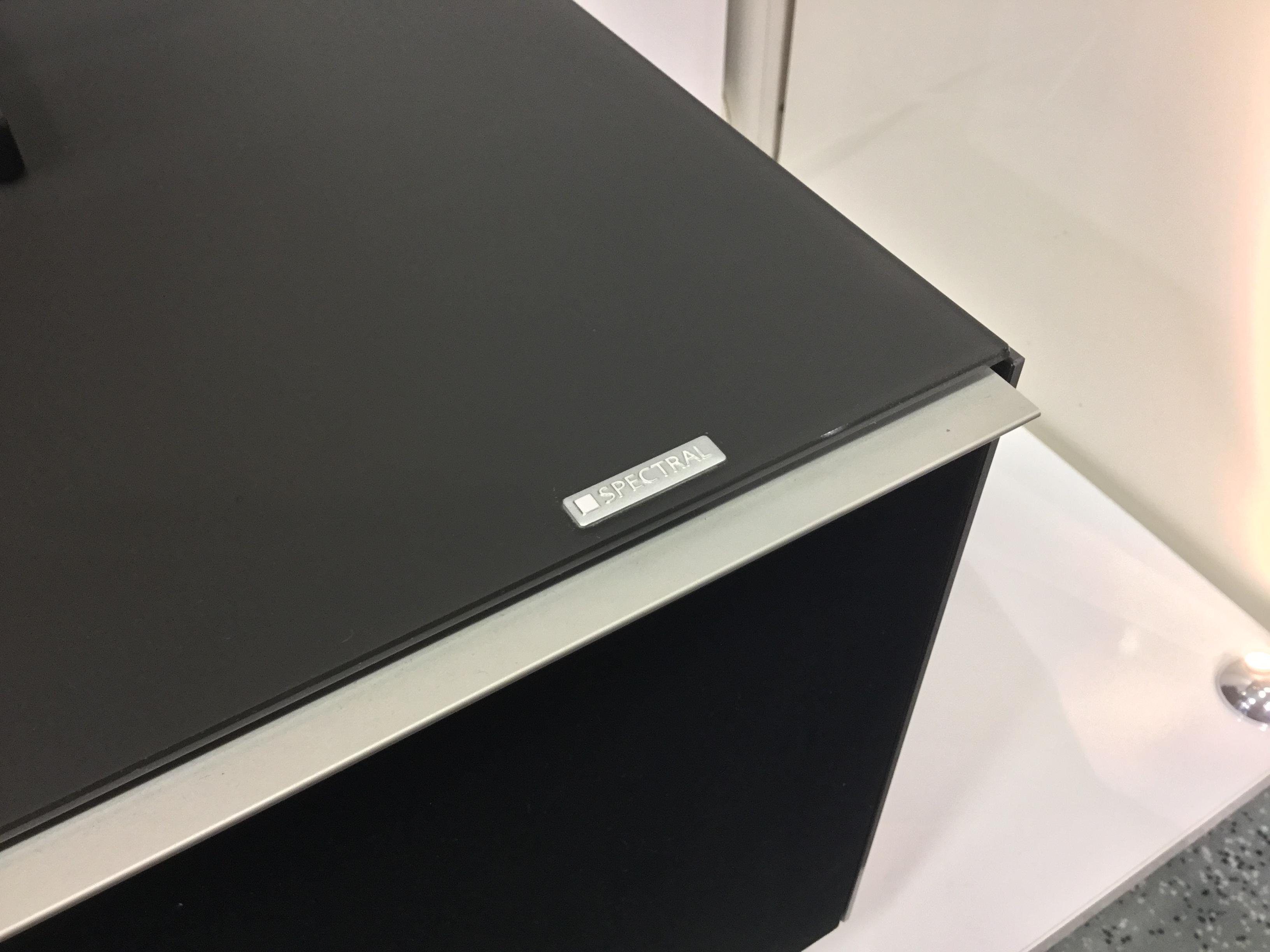 TV Möbel mit fettem Sound für fetten TV