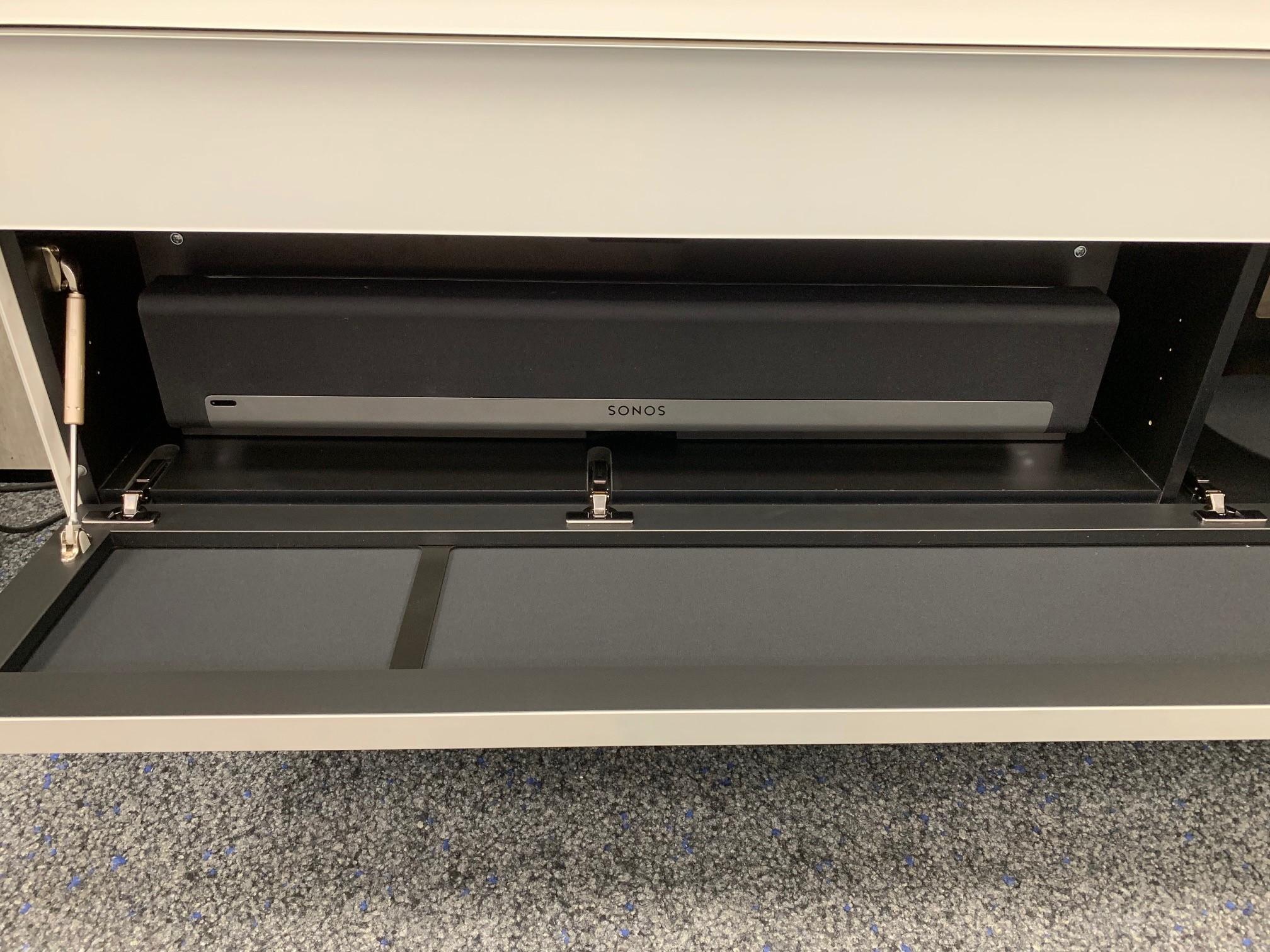 SC1653 inkl. Einbaurahmen für Sonos Playbar