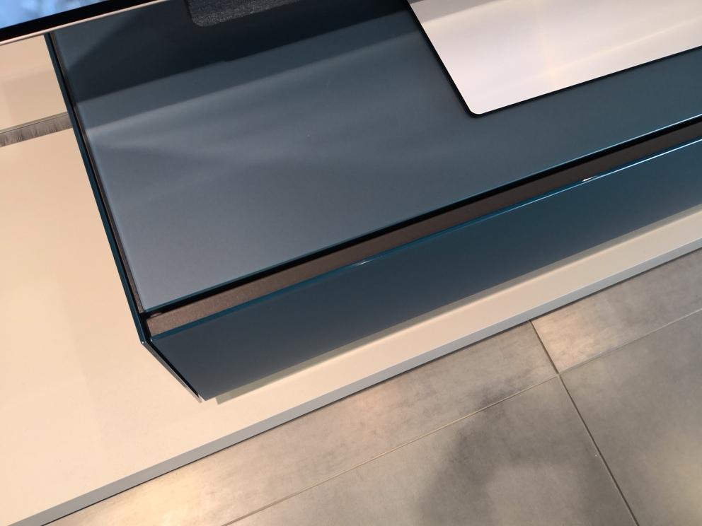 Loewe Spectral Rack LO1100 satiniertes Glas in petrol blau