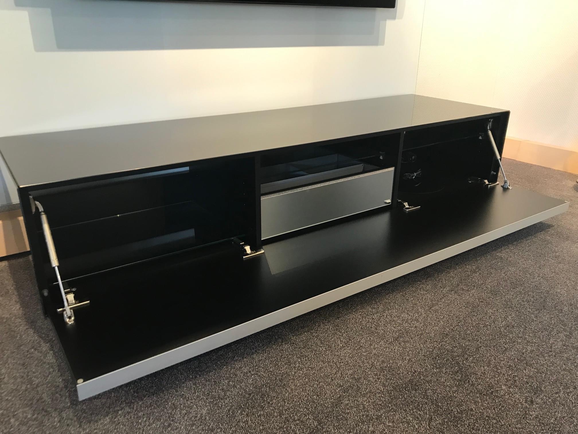 TV-Möbel SC1650 mit Subwooferausschnitt und verspiegelter innenliegender Schublade