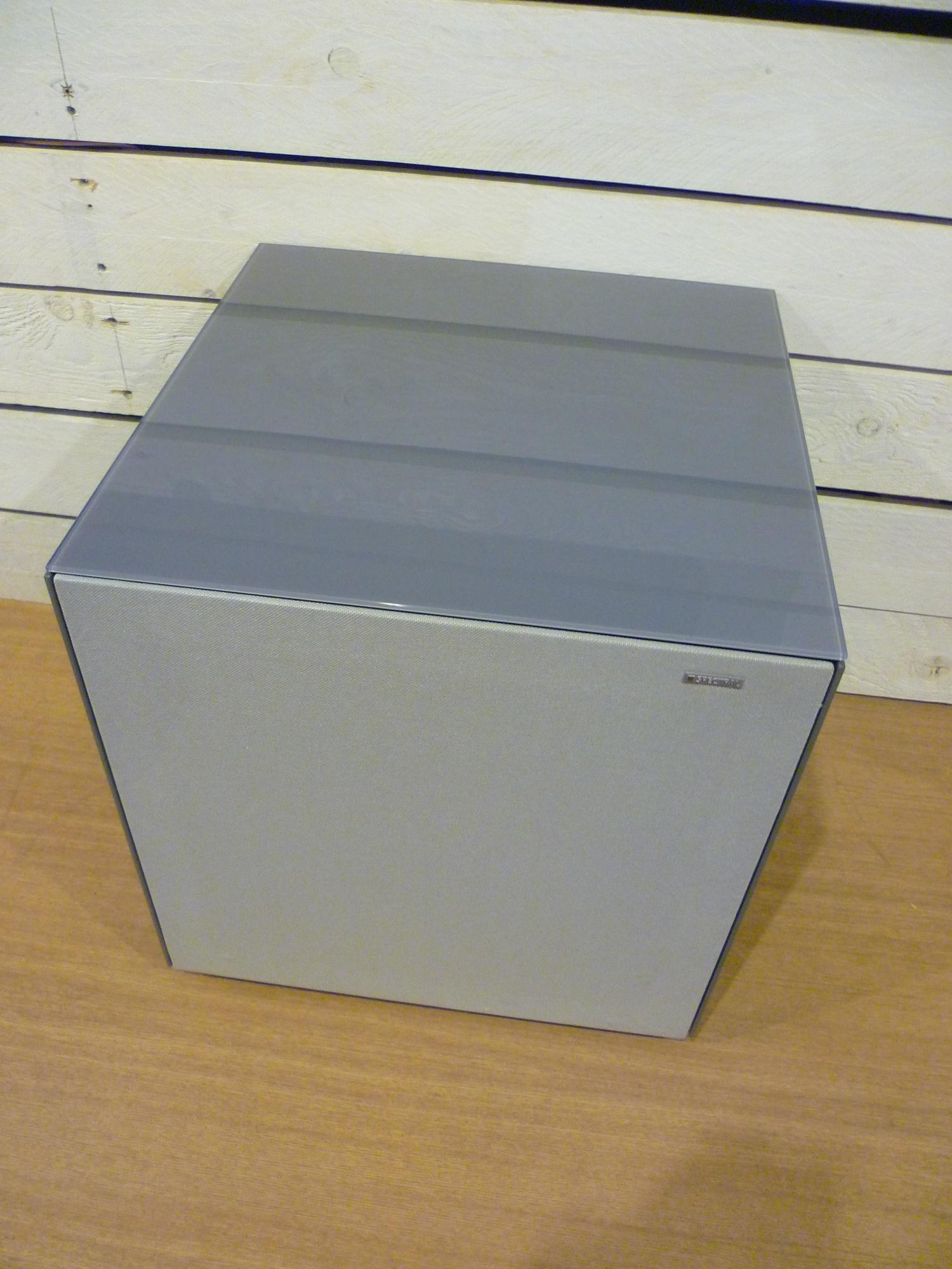 CP30 Beistelltisch für unsichtbare Subwoofer