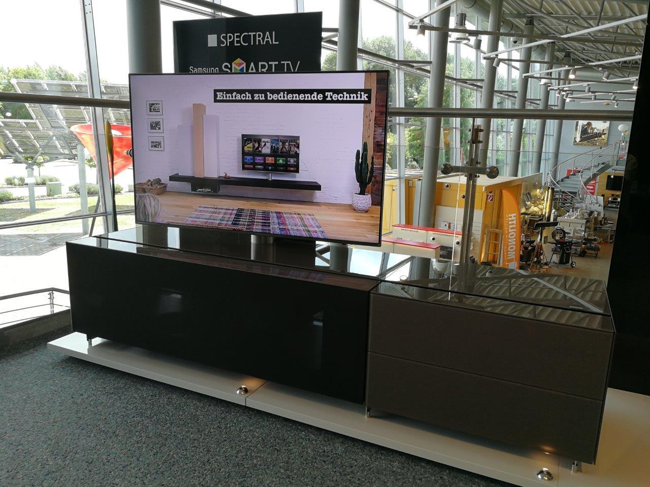 TV Lowboard mit Stauraum, Sound Integration und TV-Halterung